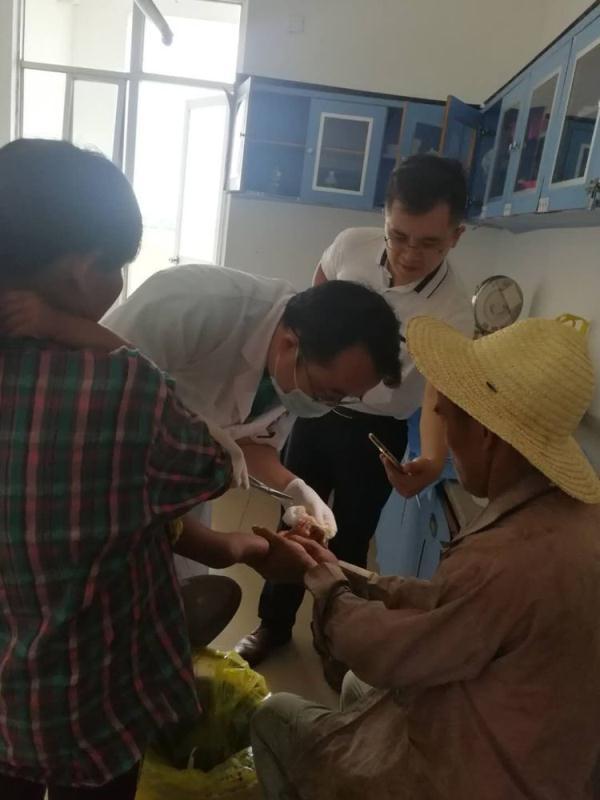 贫困户2岁小孩不慎烫伤 海口琼山区帮扶责任人及时送医救治