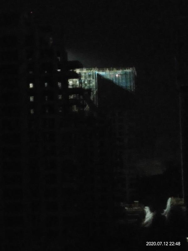 不顾政令,三门峡商务中心区一项目工地被罚仍深夜施工 记者调查,工地公示牌也成了摆设?