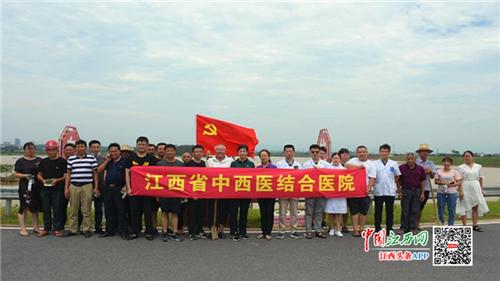 """江西省中西医结合医院党员干部闻""""汛""""而动 救灾一线显担当"""
