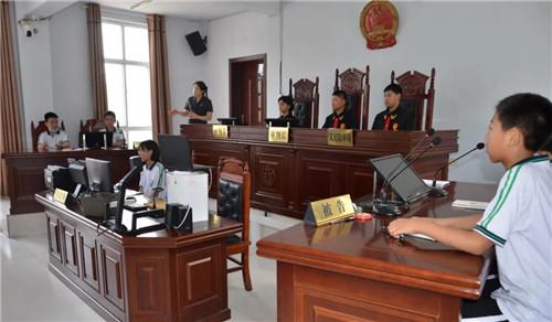 """中学生变""""小法官""""!200名学生接受""""模拟法庭""""法制教育"""