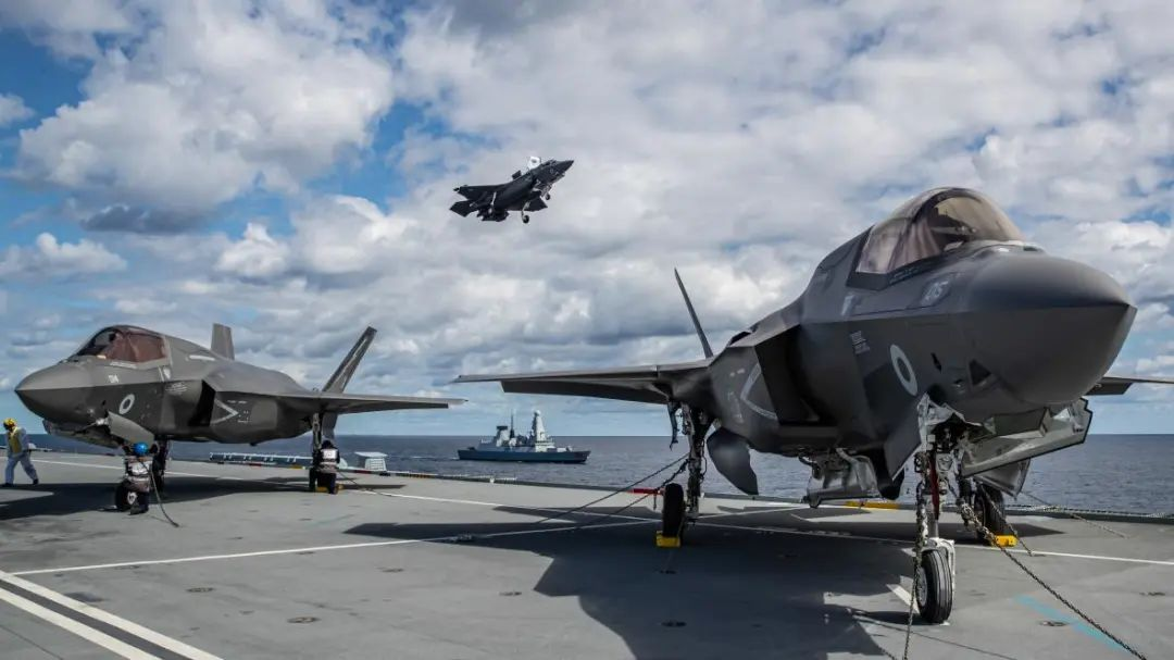 """""""伊丽莎白女王""""号或将搭载F-35隐形战机 (图源:泰晤士报)"""