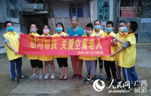 桂林市拱极小学积极参与争创文明城市活动
