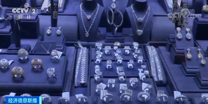 """世界最大钻石首饰零售商,将永久关闭超150家门店!钻石""""蒙尘"""",有人发现新商机"""