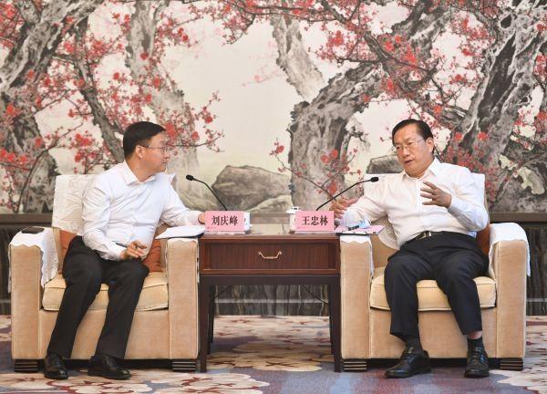 武汉市委书记王忠林与科大讯飞董事长刘庆峰座谈