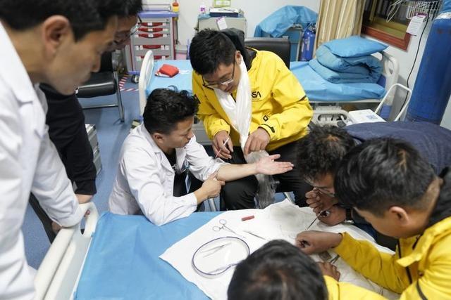 穿越喜马拉雅的守望潍淄骨科医院与昂仁县人民医院开展业务交流