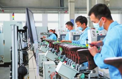 河南省再为中小微企业减负 减免社保费政策延至年底