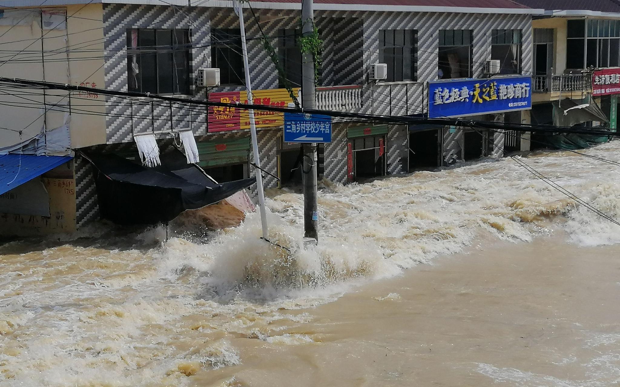 赢咖3官网救援赢咖3官网队三年前洪灾也图片