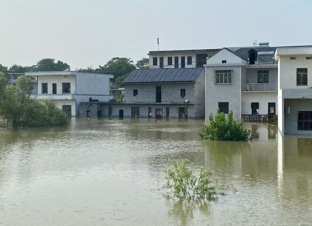 行洪后,湖口县江桥乡遭水淹的房屋。 澎湃新闻记者 刁凡超 摄