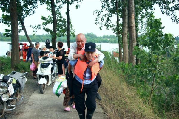 安庆市大观公安全警动员全力以赴奔赴抗洪一线