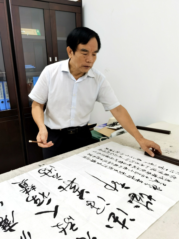 """著名诗人、书法家殷江林""""抗疫""""作品被武汉革命博物馆收藏"""