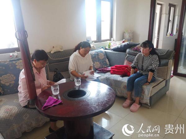 贵州大方:移民安置点的贴心支书