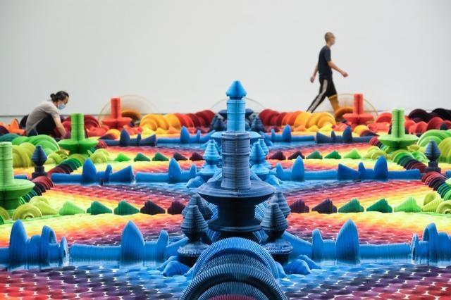 网红纸艺术作品来了!160平米的缤纷花海、伸缩自如的石膏像……