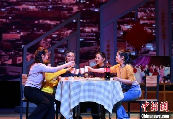 山西省第一部抗疫体裁大型原创话剧《逆行而上》。山西省话剧院供图