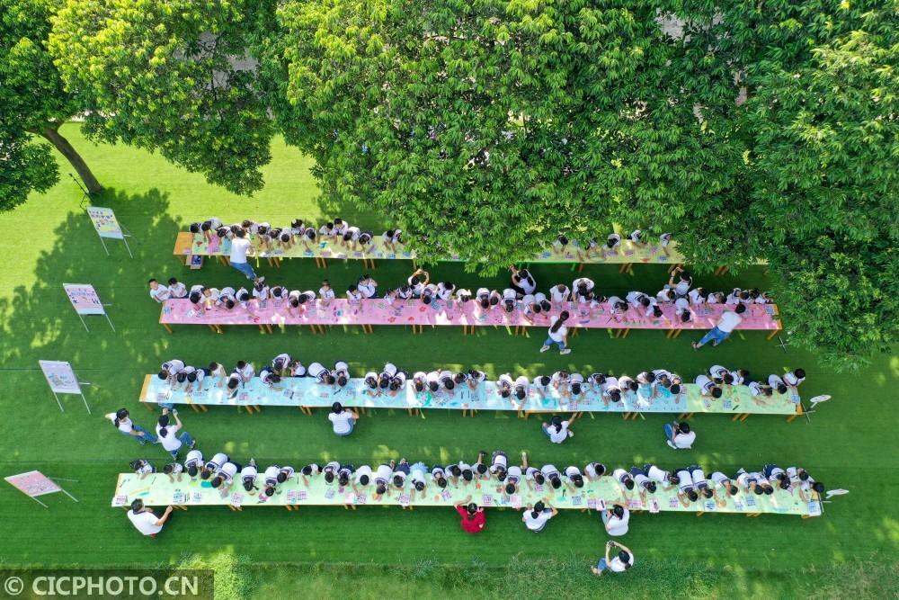 湖南道县:长卷绘画 感恩成长