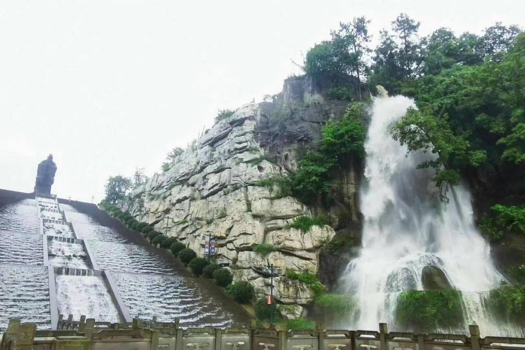 30秒 | 暴雨中古宇湖瀑布格外壮观 景区提醒游客暂勿前往