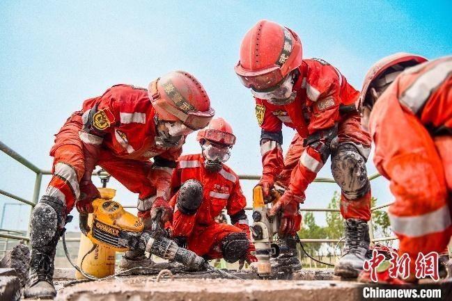 近日,武警山西片区兵种专业协作区严密组织工兵防化专业阶段性考核。 于圆 摄