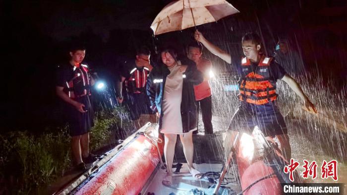 【杏悦】泸州发布5轮暴雨预警杏悦紧急转移安置230图片