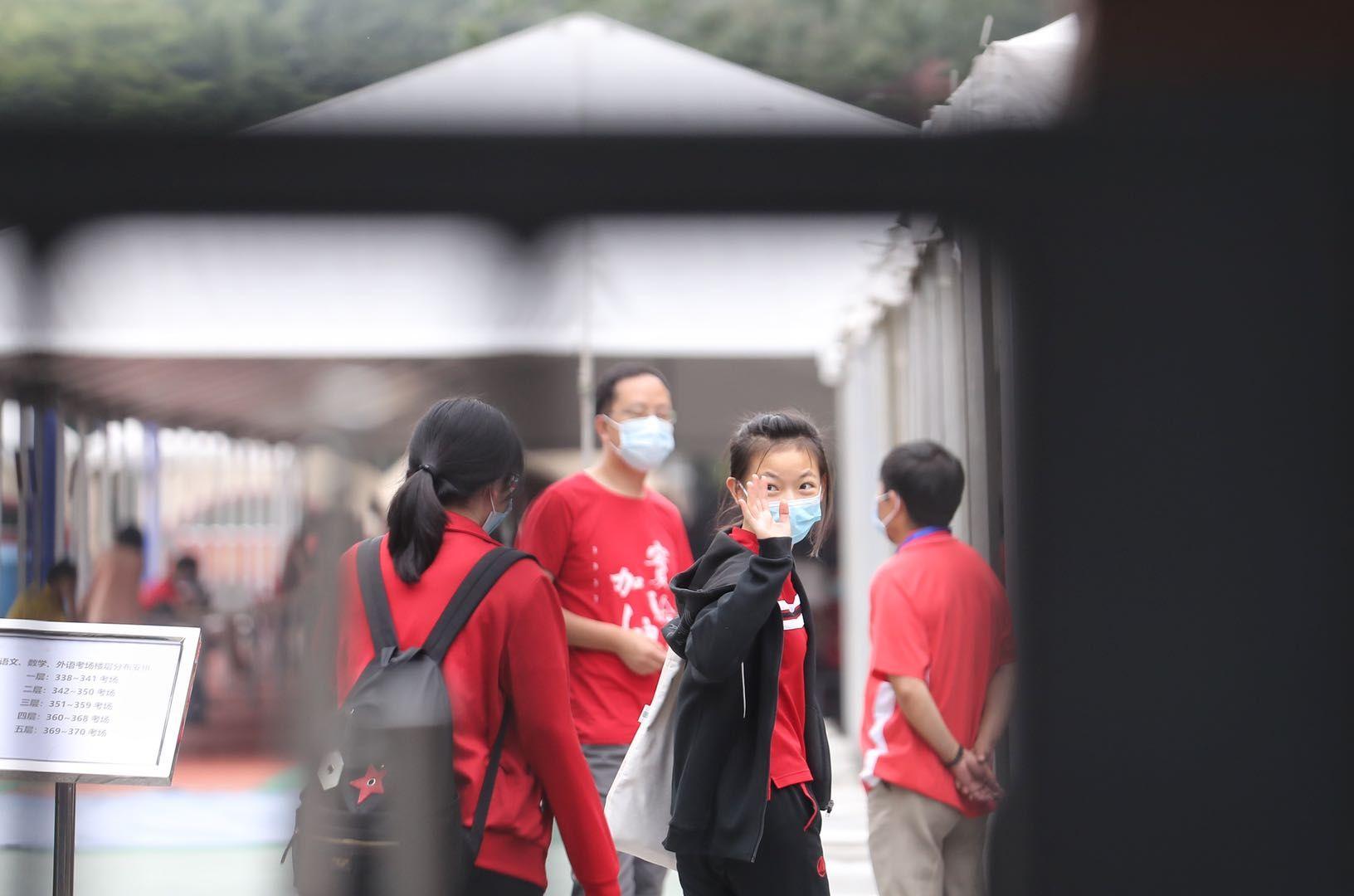 北京中考首日,家长定制口罩为考生加油图片