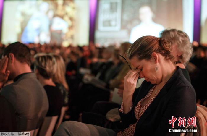 2014年11月10日,荷兰阿姆斯特丹,在马航MH17航班失事四个月后,遇难者的亲友们聚集在一起进行悼念。