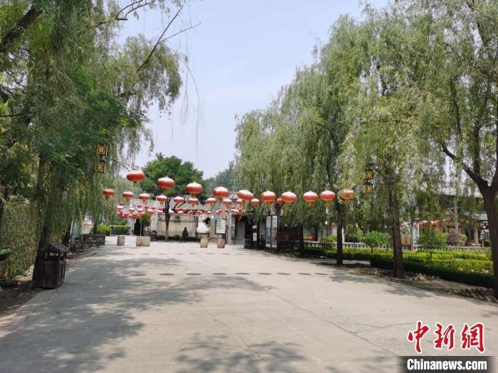 """贾家庄村被评为""""全国文明村""""""""国家4A级旅游景区""""""""全国特色小镇"""",目前正在建设成为更加富裕文明的小康村。 吴琼 摄"""