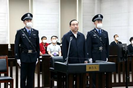 内蒙古自治区呼和浩特市委原书记云光中受贿案一审开庭