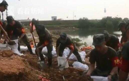 视频|鄱阳湖沿岸多地出现险情 官兵昼夜奋战紧急处置图片