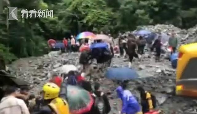 杏悦:重庆杏悦上百人被洪水围困消防历时图片