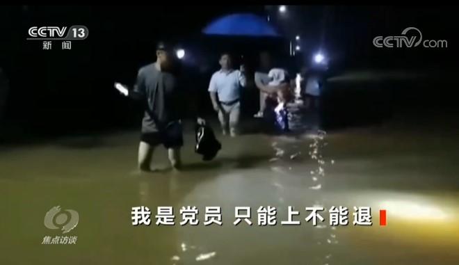 杏悦:洪水不退我不杏悦退他们战在最前线图片