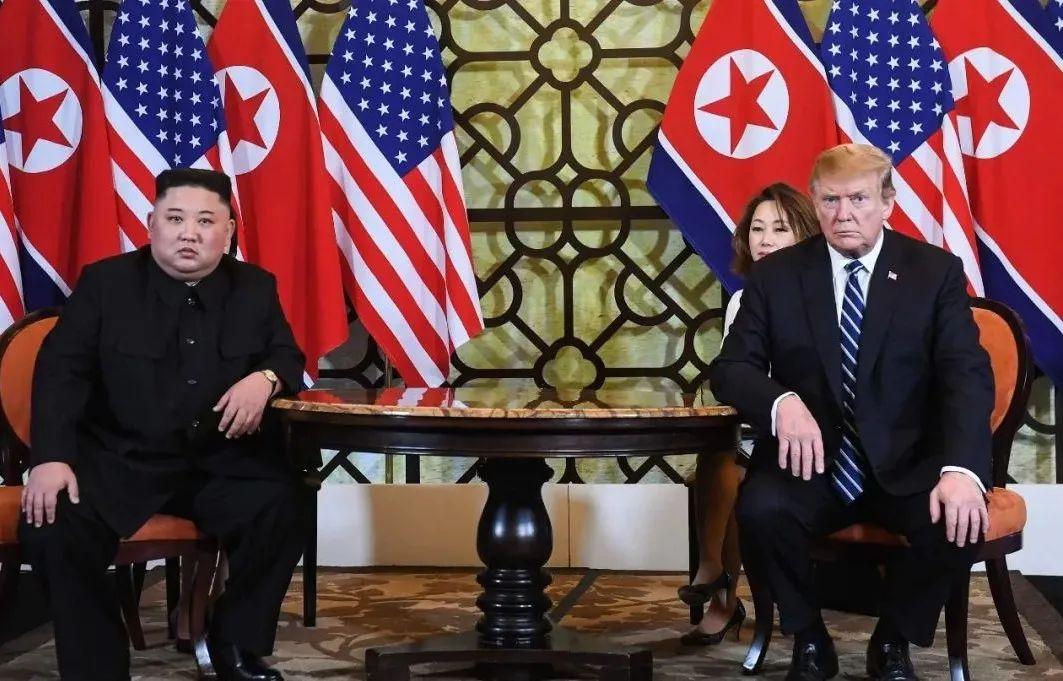▲资料图片:2019年2月28日,越南河内,美国总统特朗普和朝鲜最高领导人金正恩举行一对一会晤。