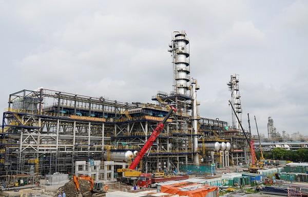 """提升国六油品生产能力 上海石化清洁汽油组分装置项目""""中交"""""""