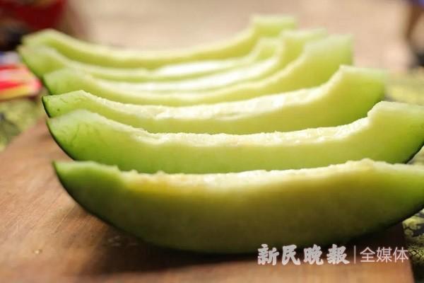 """巴楚县的""""绿瓤"""":拥有淡淡""""香草冰淇淋味""""的甜瓜"""