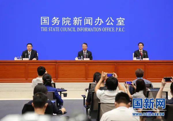 新闻发布会主席台(图源:国新网)