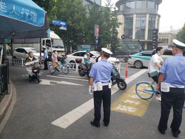杭州街头10分钟拦下3人教育 这项硬核条例正式实施