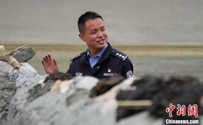 西藏日喀则移民警察10年守边记