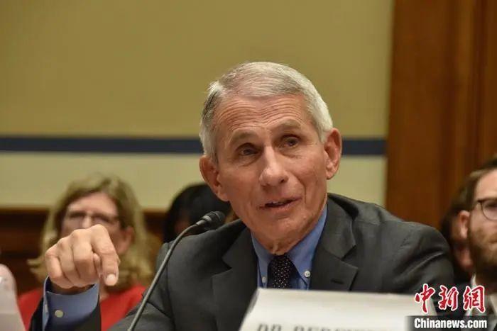 权威传染病专家:美国疫情正在朝错误方向发展
