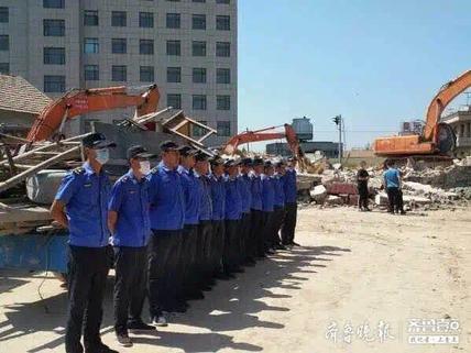 东营区史口镇拆除1500余平方米违法建筑