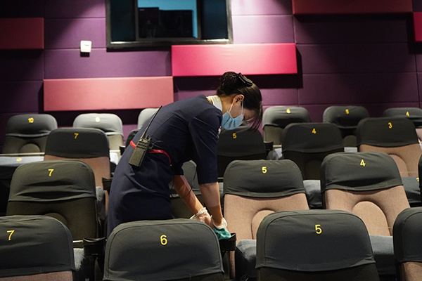 杏悦:直击上海电影院复工杏悦首日有了电影就感图片