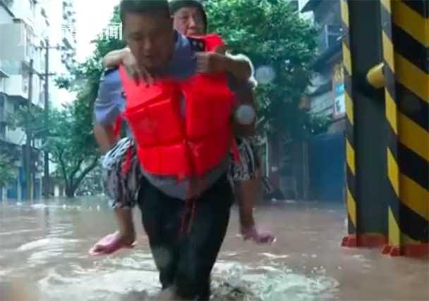 天富,|天富重庆万州河水暴涨社区党员干部图片