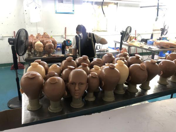 探访成人娃娃工厂:疫情期间德意等国出口大涨 可以私人定制