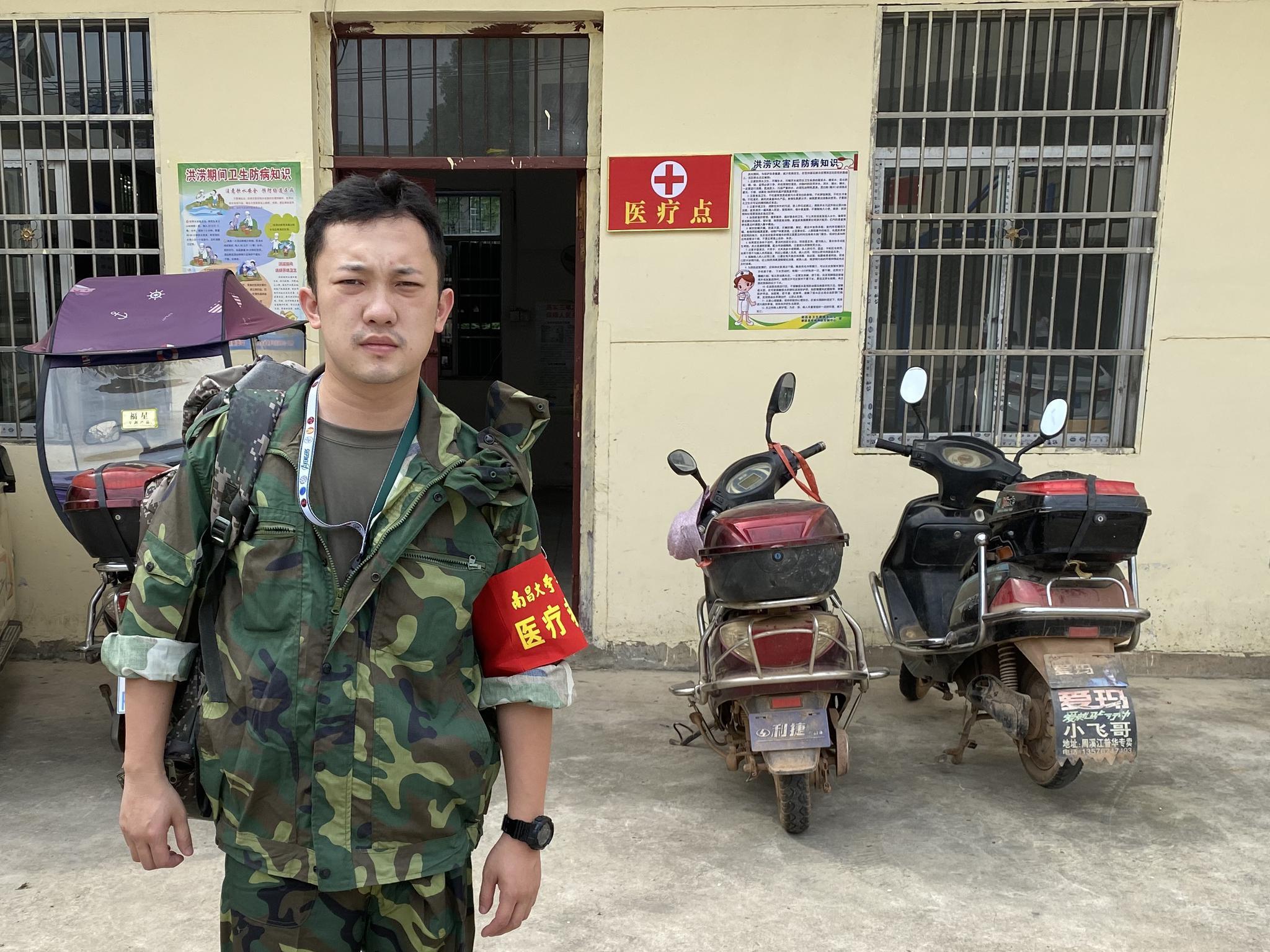 帕让甘鹏燃此次到抗洪一线被任命为副队长,他觉得责任重大。 受访者供图