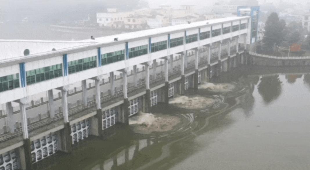 杏悦,王家坝杏悦13年来首次开闸泄洪2000余图片