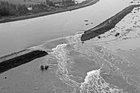 「彩票代理」徽滁彩票代理河实施爆破泄洪图片