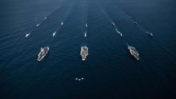 美海军举行三航母演习