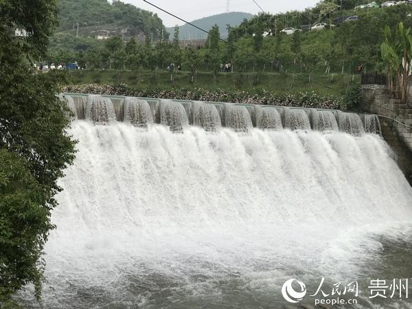 小西湖:一湖西子水  半壁桂林山