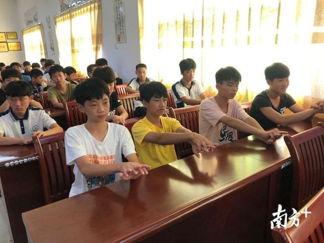 梅州五华:公安民警进入校园暑期安静班