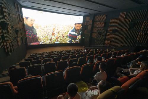 外媒关注中国影院复工首日:票房破百万 上映片单丰富图片