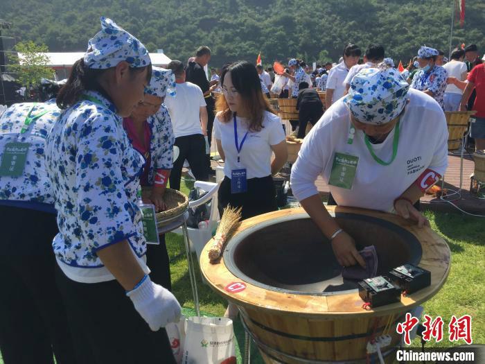 安泽县地处太岳山东南麓,境内中药材多达700余种,尤以连翘为最。 高瑞峰 摄