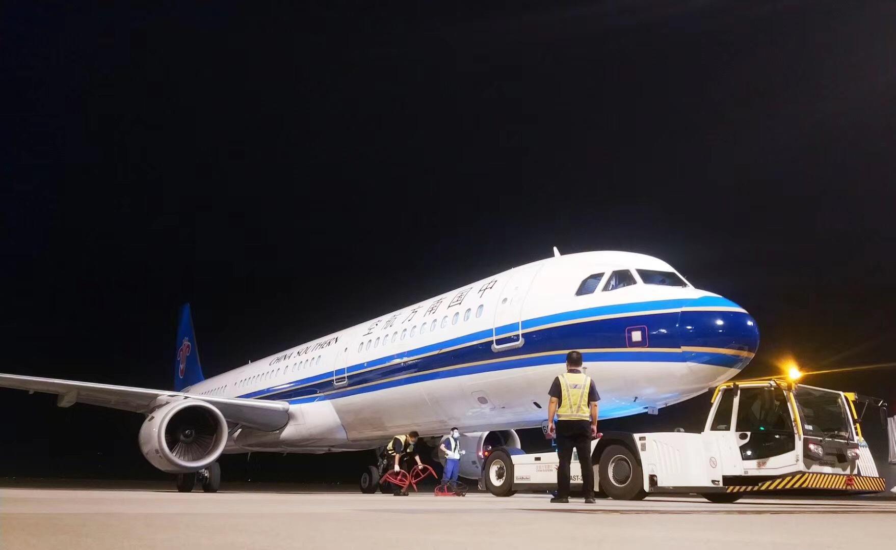 杏悦:起飞杏悦146吨防疫物资从上海运图片