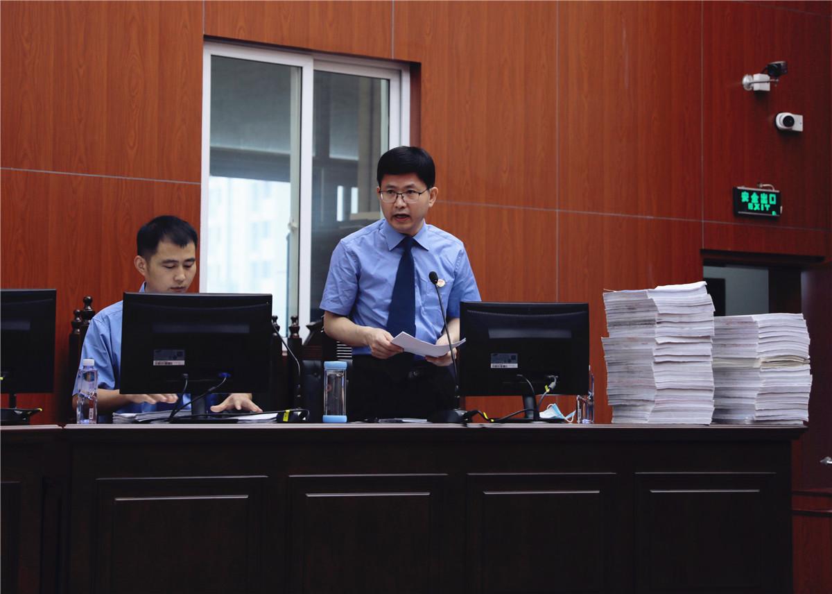 安徽省颍上县委原书记涉嫌受贿案开庭 被控受贿2200余万图片