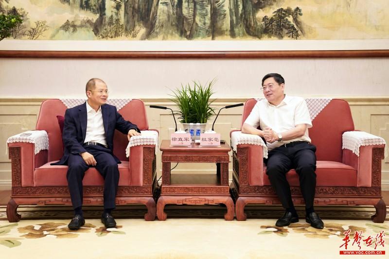 杜家毫与华为公司轮值董事长徐直军座谈